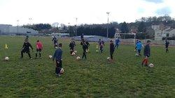 Entraînement des U6 à U9 sous le soleil printanier de Valcourt - Football Club TOUL