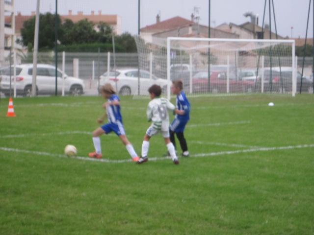Anton en défense qui dérobe subtilement le ballon