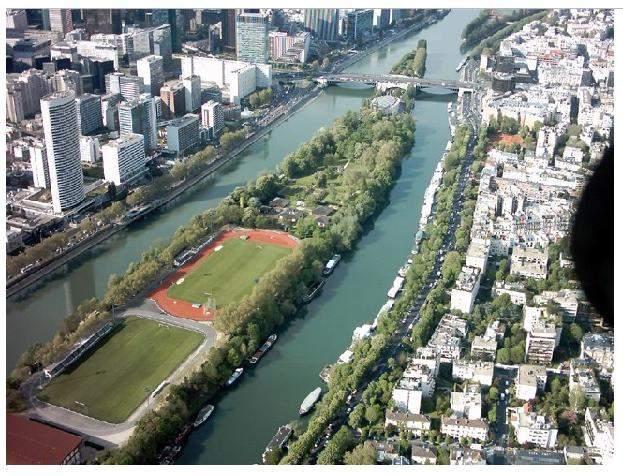 Terrain stade ile de puteaux photo n 2 club football for Piscine ile de puteaux