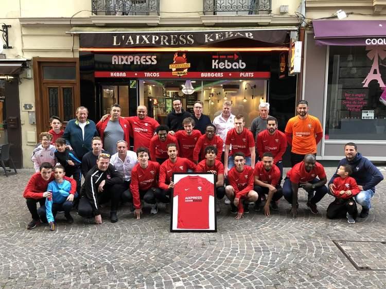 Actualité - Remise de maillots AixPress Kebab - club Football  AIX-FOOTBALL-CLUB - Footeo