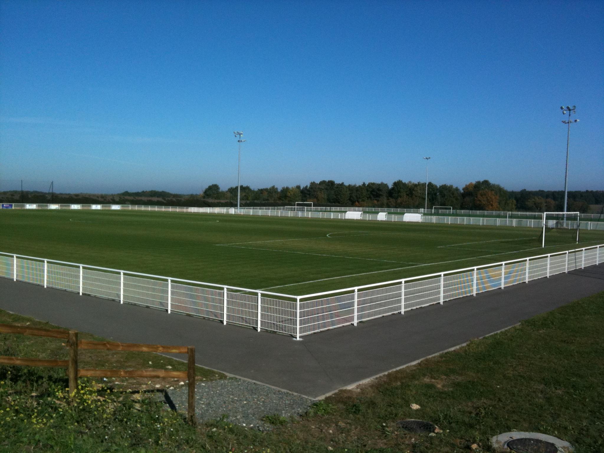 Terrain stade municipal de la loge club football sporting club azay cheille footeo - Camping azay le rideau municipal ...